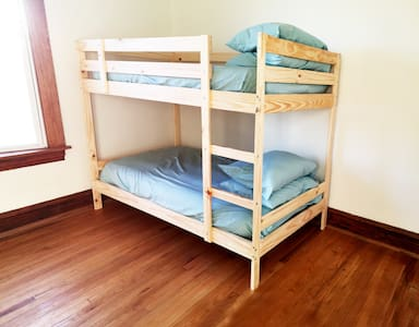 #2 Bottom Bunk (15m From Downtown)