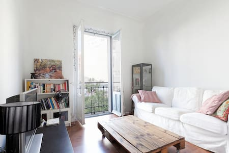 Beautiful room in central Madrid