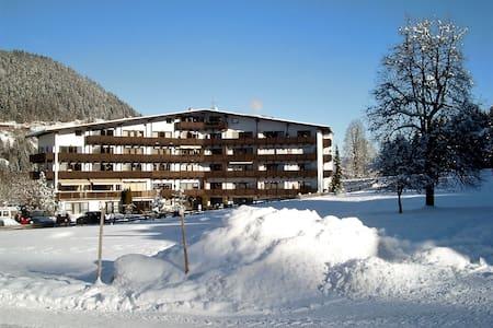 At ski piste - Apartment Kitzbühel - Lakás