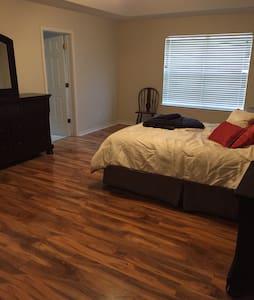 NEW $AD-Big and Spacious Comfy Home - Pensacola - Ház