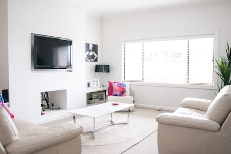 Air Conditioned - 5min drive 2 town