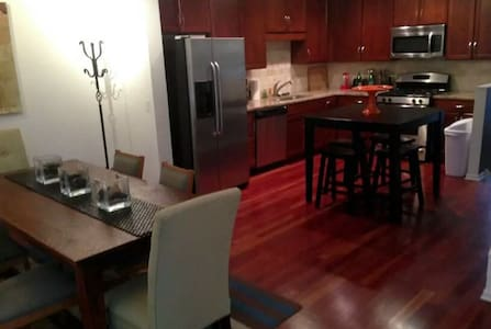 Gorgeous 2BR Downtown - Lejlighed