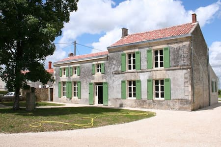 Gerenoveerde Charentaise woning - House