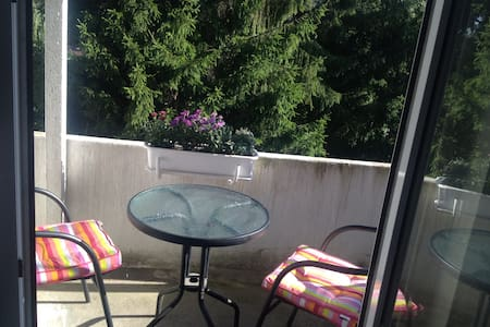 quiet area,  10-15 min walking distance to the city center with shopping