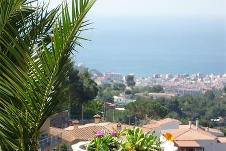 Habitacion litera triple baño priva - Lloret de Mar