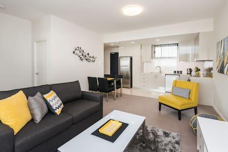 Stunning New Inner City Apartment - Apartment