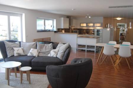 Exklusive 3,5 Zimmer-Ferienwohnung - Apartament