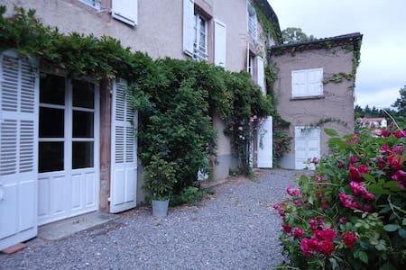 Gîte Maison de Famille - Les Halles - Haus