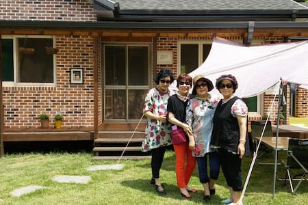 Guesthouse for women.$35 per person - Bed & Breakfast