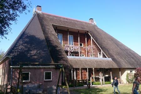 Sfeervolle woonboerderij Friesland - Sondel - Huis