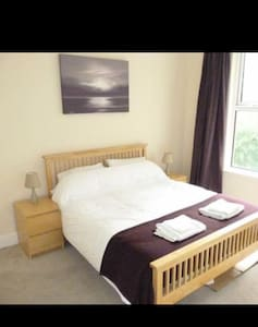 Spacious rooms, Liverpool 15 mins - Dom