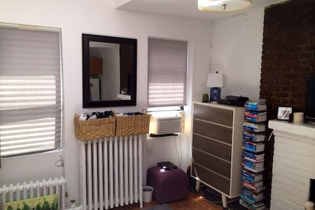 Charming sunlit studio w/ very large and newly finished bathroom. Only one block from tons of restaurants and shops along Bleecker St/7th Ave. Close proximity (~1 block) to the Christopher & West 4th subway stations (ABCDEFM and 1 lines).