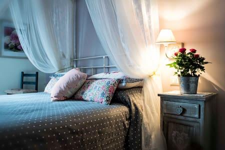 """""""Al Pino"""" Bed&Breakfast since 2004 - Grottaferrata - Villa"""