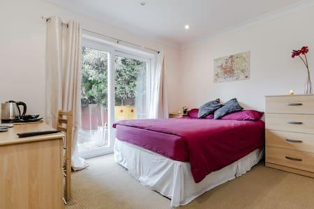 Cozy Double room with en-suite