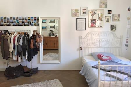 Großes Zimmer in bester Lage