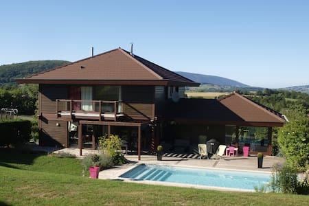 Maison familiale 7-8 personnes avec piscine - Huis