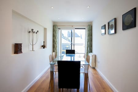 Large harbour apartment with deck - Galway - Apartment