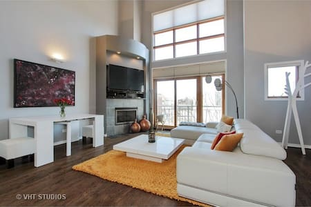 Beautiful condo in Old Town Chicago