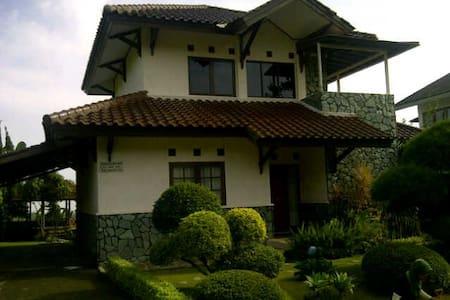 Disewakan Villa 3 kamar di Ciater - Villa