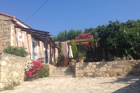 Taditional House Kefala1860 for 4-9 - Crete