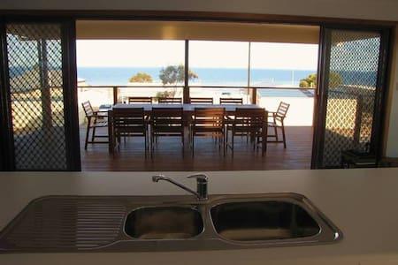 Oladdie Beach House - Hus
