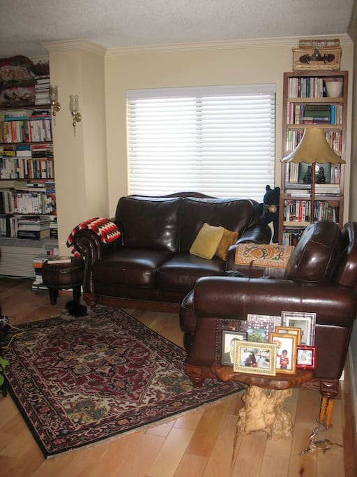 "Cozy and very sunny Living room w 42"" flat screen tv."