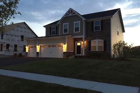Newly built home - Gilberts - Casa