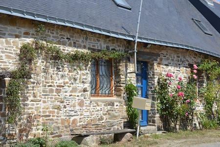 longère située  à 40 km sud Rennes - Rougé - Haus