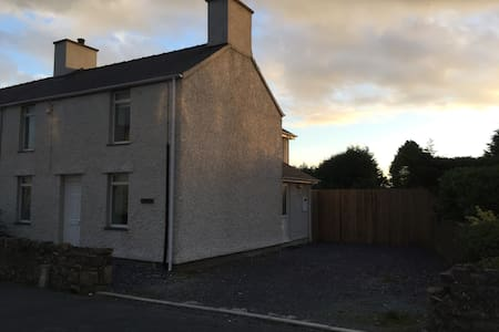 Beautifully presented, close to Newborough Forest - Dwyran - House