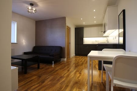 Y3 Apartments, Highnam Suite - Apartemen