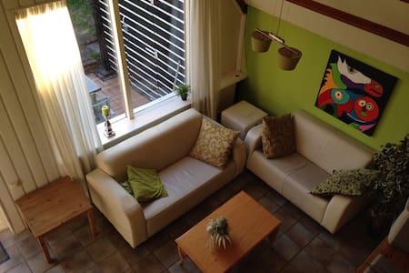 Ruime 5 p. bungalow op groen park - House
