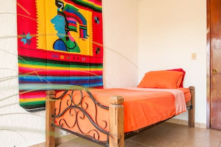 Single room in downtown Cancun!