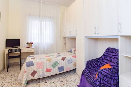 B&B ORO 283- single room +breakfast