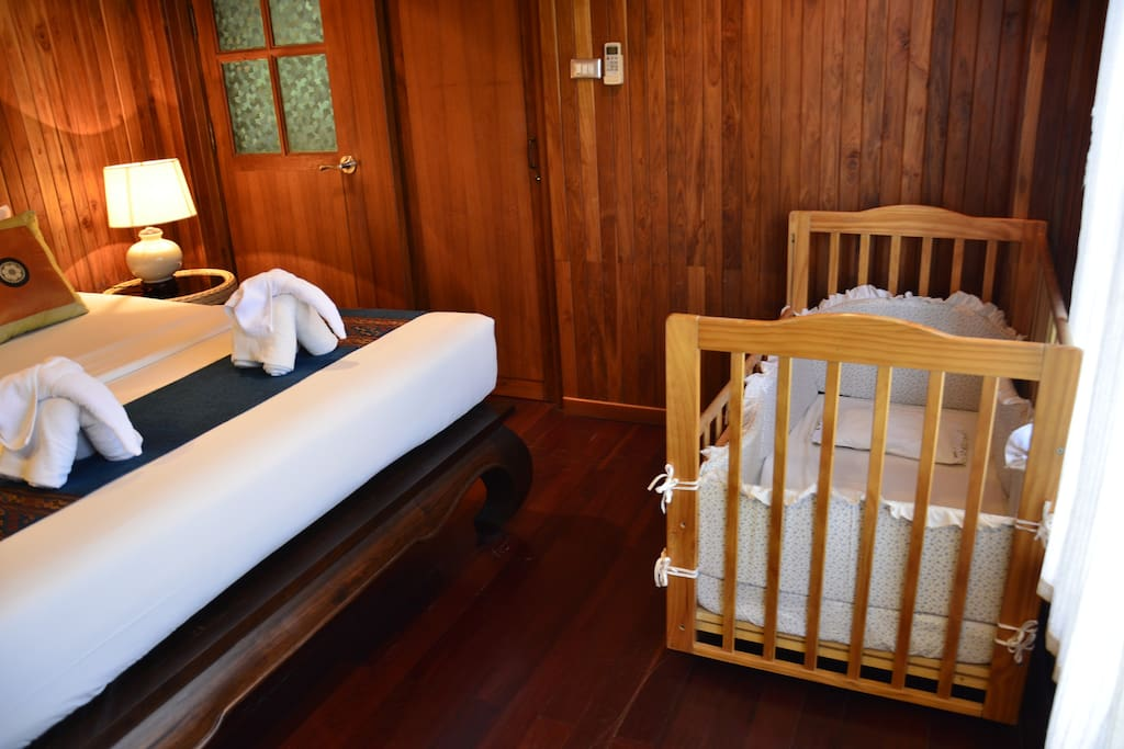 Master bedroom (Quality baby cot provided)