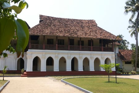 a cozy  room  in a heritage  property - Ezhupunna