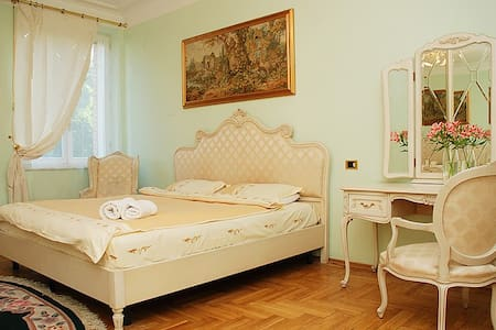 Super 2bdr in 1min from Kreshchatik - Apartament