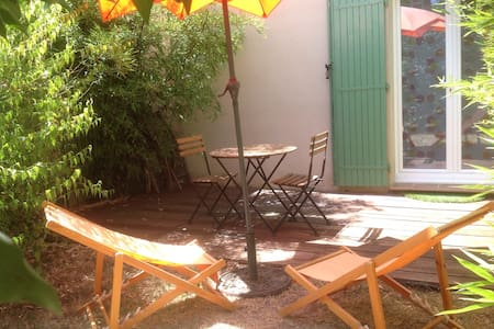 Independent room in Aix countryside - Bed & Breakfast