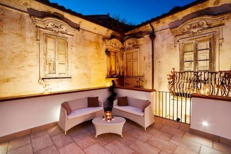 Appartamento con terrazzo palazzo storico XVI sec. - Wohnung