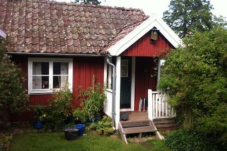 Mysig stuga mitt i Brösarp. - Cottage