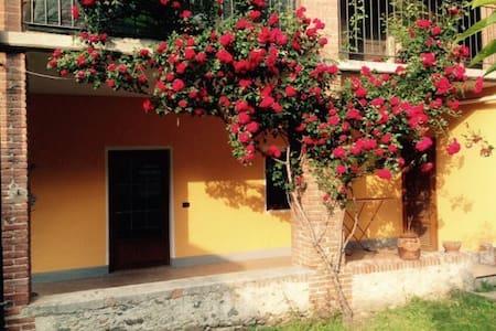 grazioso appartamento con giardino - DONNAS - Hus
