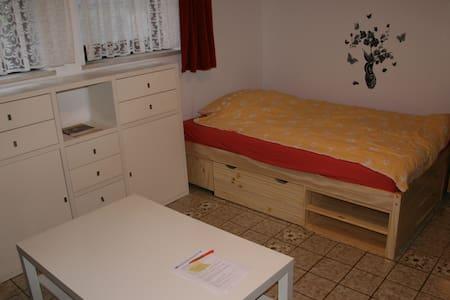 Helle 1 Zi Wohnung im Souterrain - Germering