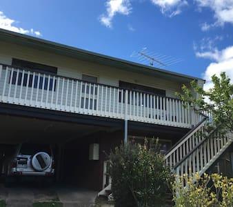Hillcrest, 16 High Street, Eildon, Victoria, AU - Eildon - Dom