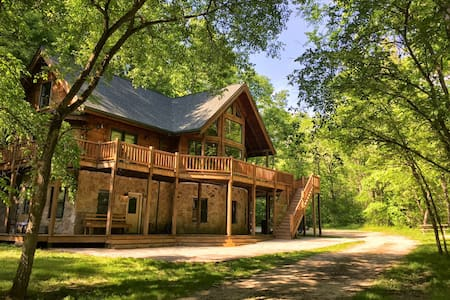 Cabin Vacation Home on 42 Acres - Casa