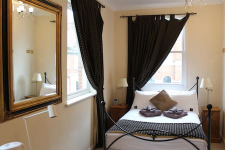 Double En-Suite Room - Bed & Breakfast