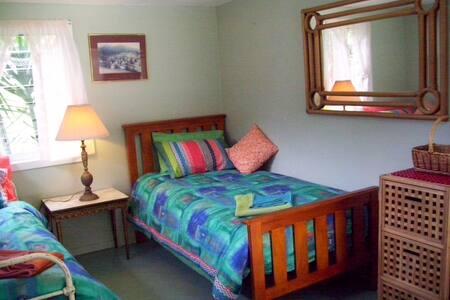 Garden View Room in Burleigh - Haus