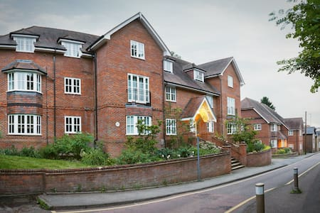 2bed/2ba town centre apt - Sleeps 2, 3 or 4 - Berkhamsted