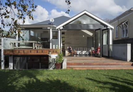 Spacious architectual gem Grey Lynn - Auckland - Hus