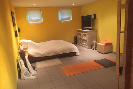 Schönes Zimmer im Untergeschoss inkl. Sauna - House