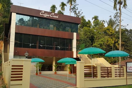 Peter's Coffee Creek Resort - Meppadi - Appartement