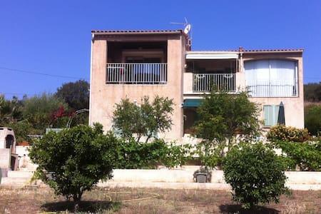 T2 de 40m2 dans villa en Corse - Santa-Reparata-Di-Balagna - Apartment